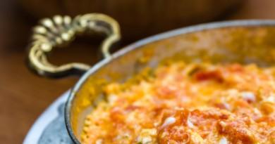 Omelet med friske grønsager, omelet med grønsager, naturlig mad, omelet, friske grønsager med øg, økologisk opskrift, opskrifter på økologisk mad