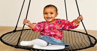 sansegynger til børn, gynger til børne, styrk dit barns balance, sådan styrker du barnets balance, sjove gaver til børn, aktive gaver til børn, naturlig pleje, naturligt liv, sansegynger til indendørs, indendørs gynger, indendørs sansegynger, udendørs gynger, udendørs sansegynger