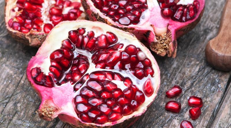 granatæbler, fakta om granatæbler, gode egenskaber granatæbler, granatæbler egenskaber, granatæbler fakta, vitaminer i granatæbler, granatæbler vitaminer, eksotiske frugter, alanyadk, alanya, naturligt liv, naturlig liv, naturlig pleje, naturligtliv, lev naturligt, fakta om frugt