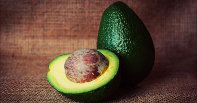 avokado sten, sten avokado, spis avokado stenen, du kan spise svokado stenen, kan man spise avokado stenen