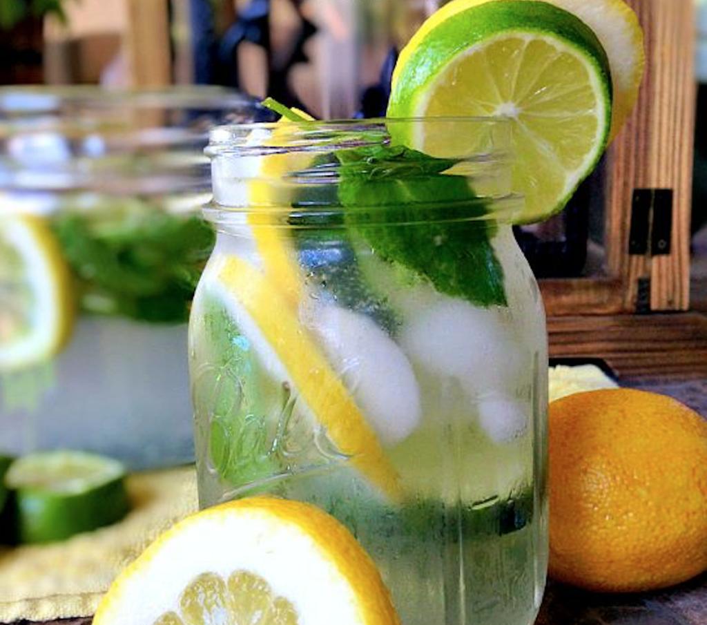 vand med smag opskrift