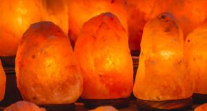 himalaya salt lampe, himalaya saltlampe, saltlampe himalaya, salt lampe, lyserrød saltlampe, lyserrød stenlampe