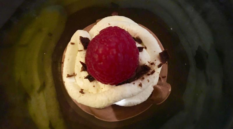 sund chokolademousse, opskrift på sund chokolade mousse, chokolademousse med dadler, chokolademousse med avocado,