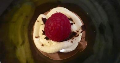 Sund chokolademousse med flødeskum